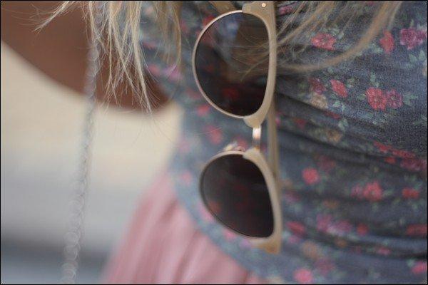 adaf327a92 Le mois dernier, je vous présentais une tenue toute en rose poudré et  beige, avec mes nouvelles lunettes de l'été, j'ai nommé les NICKY beige C03  signées Le ...