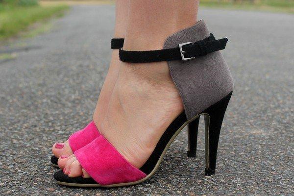 Chaussures escarpins sandales rose gris
