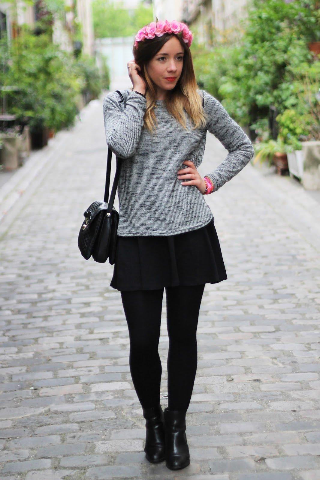Pull gris jupe patineuse couronne de fleurs