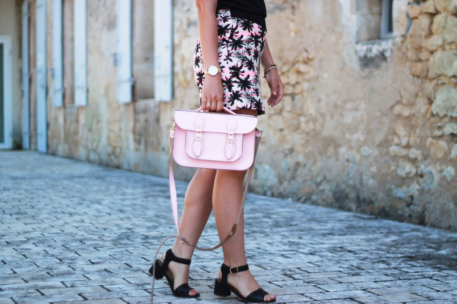 The leather satchel pink