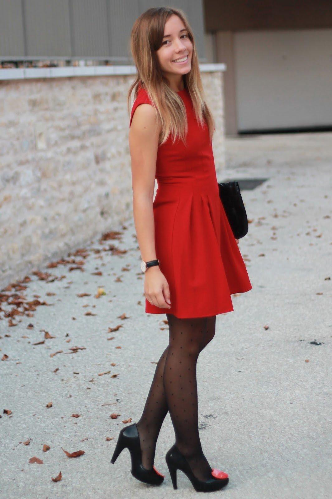 Couleur veste avec robe rouge