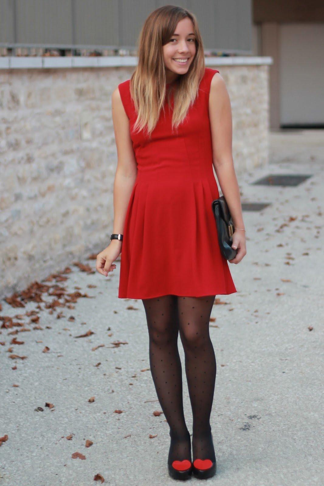 Quel collant porter avec une robe rouge