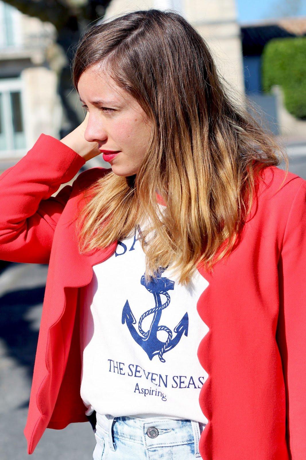 Veste rouge festonnée