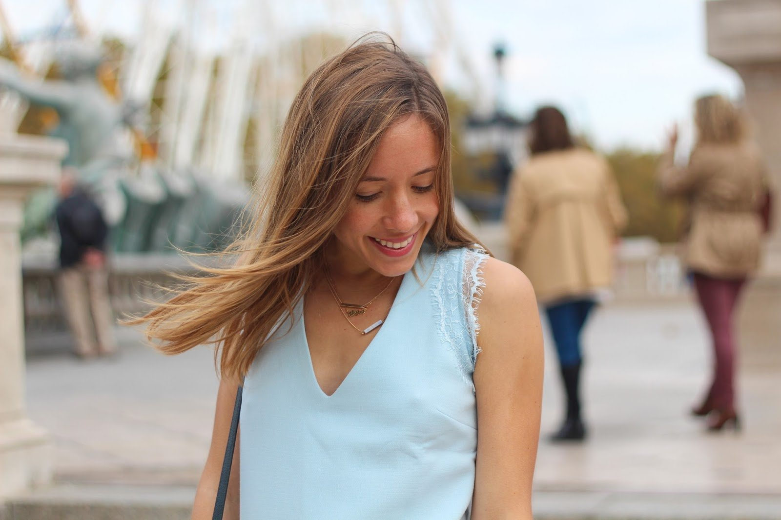 robe bleue empiècement dentelle