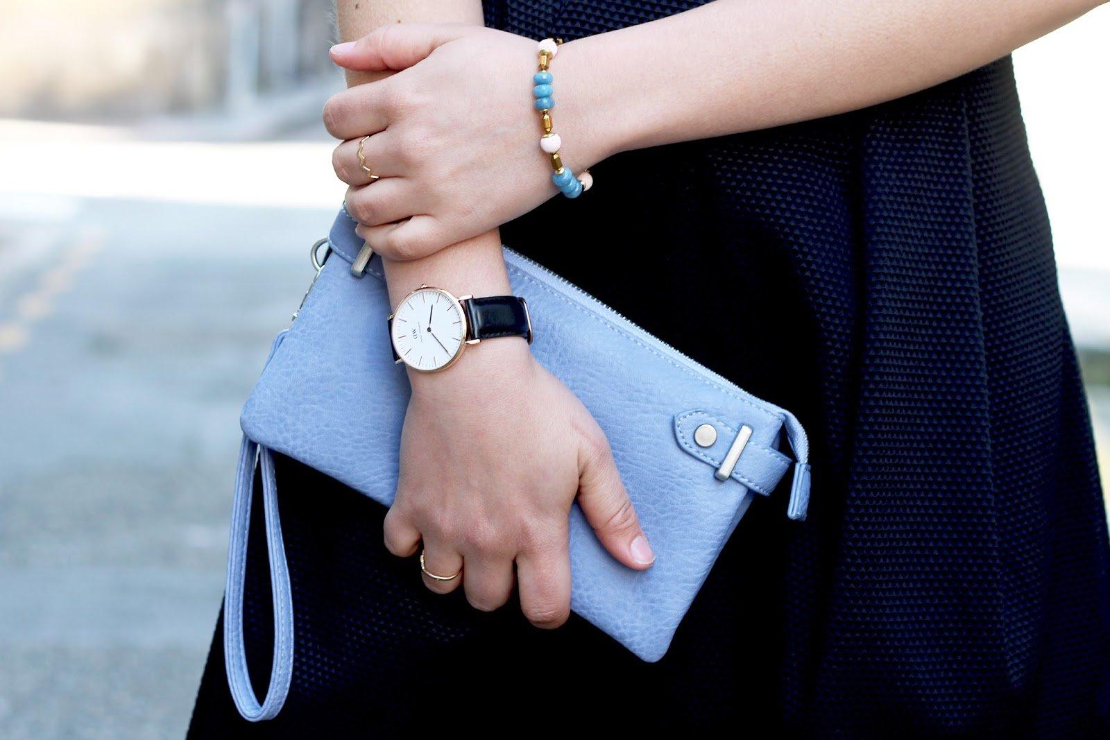 pochette bleu pastel