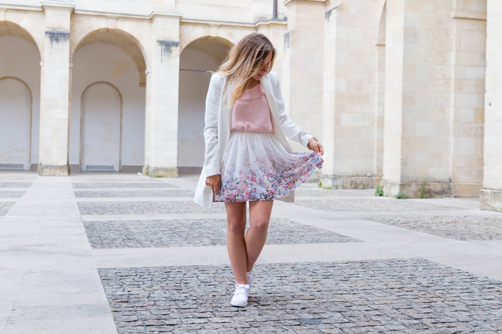tenue printemps blanc rose