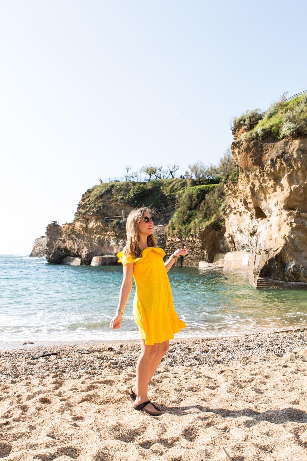 robe jaune plage