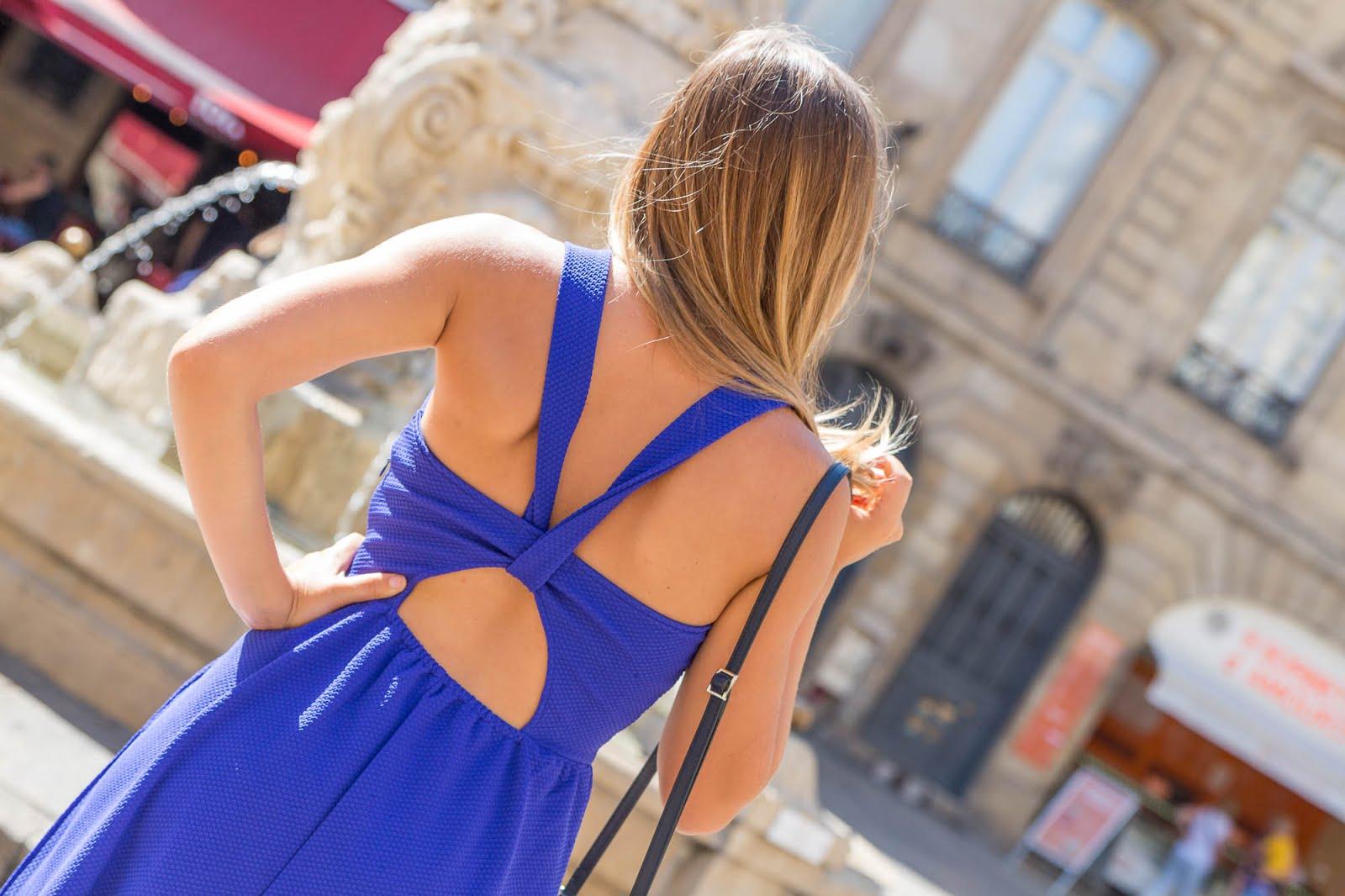 Robe bleue dos nu