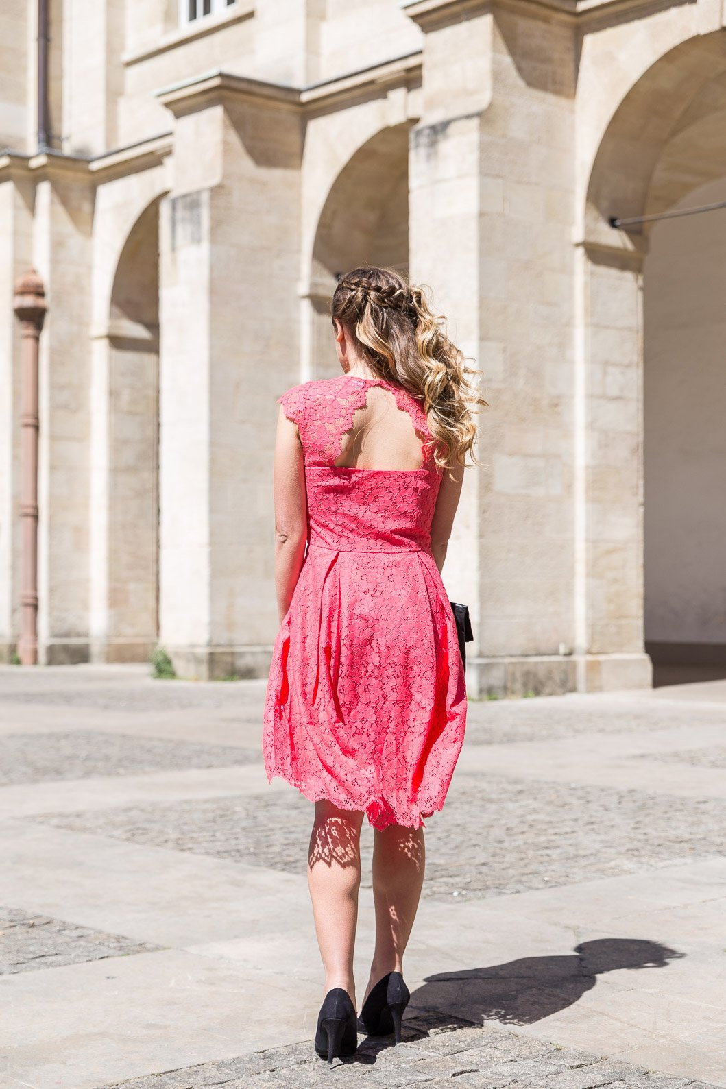 robe dentelle rouge corail dos nu