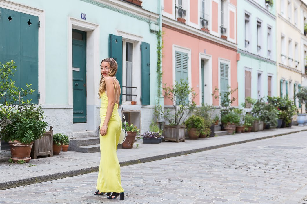 Combinaison pantalon jaune dos-nu