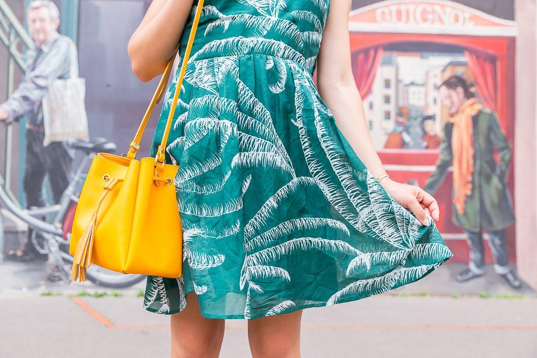détails robe verte imprimée