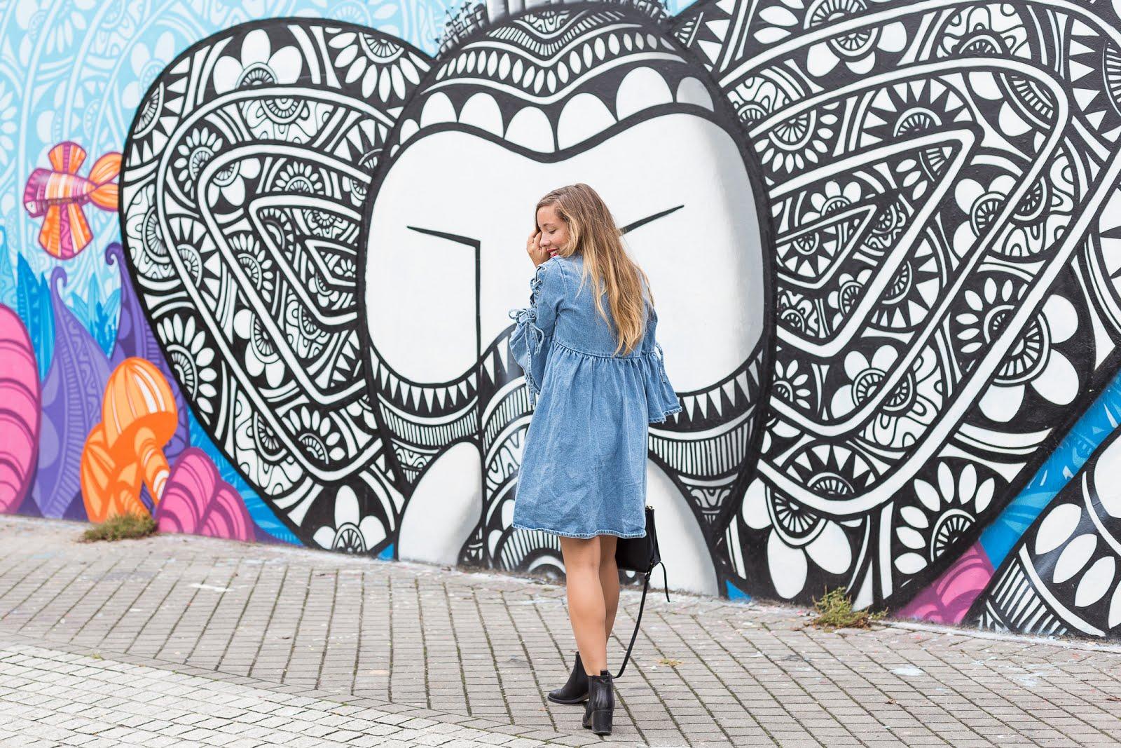 Blogueuse mode Bordeaux mur de tag