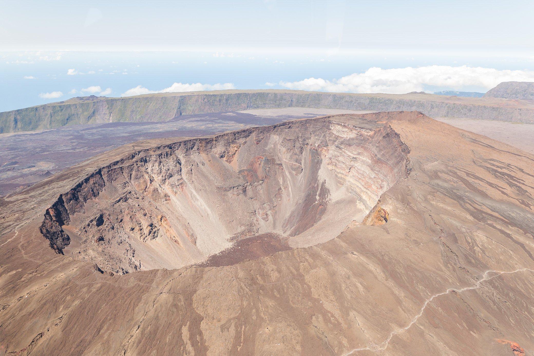 cratère volcan piton de la fournaise