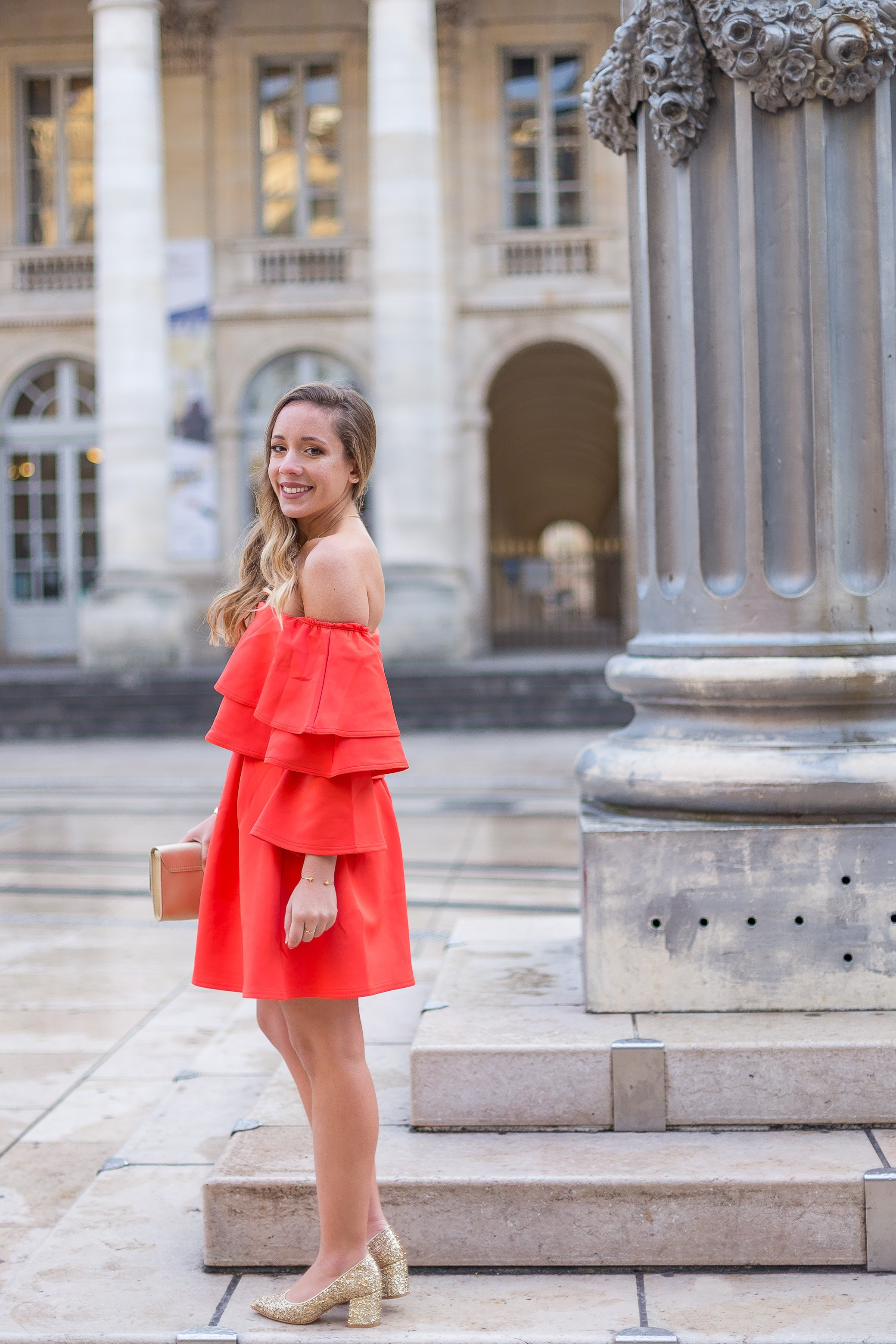 robe rouge volants