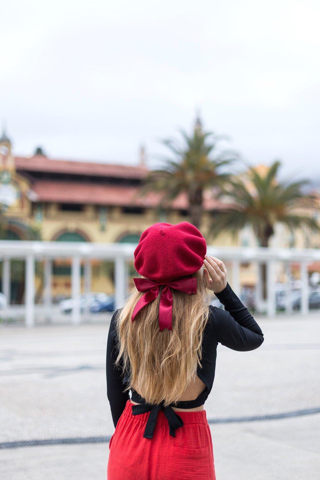 béret à noeud rouge