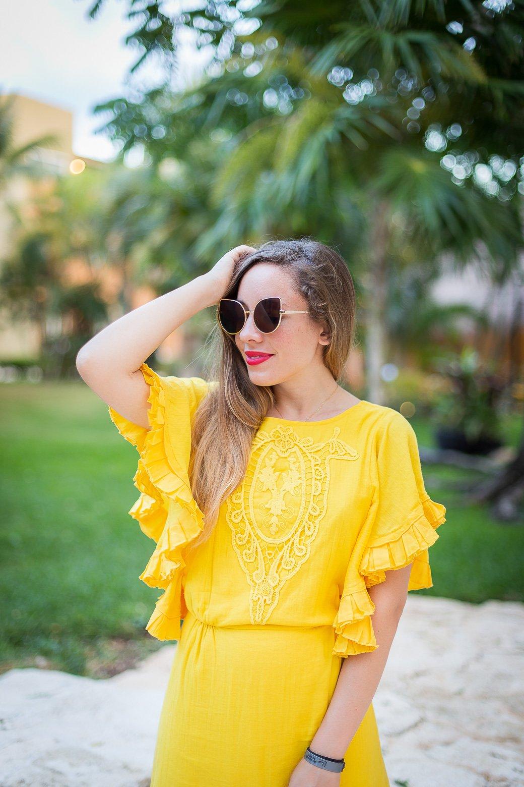 robe jaune détail broderie