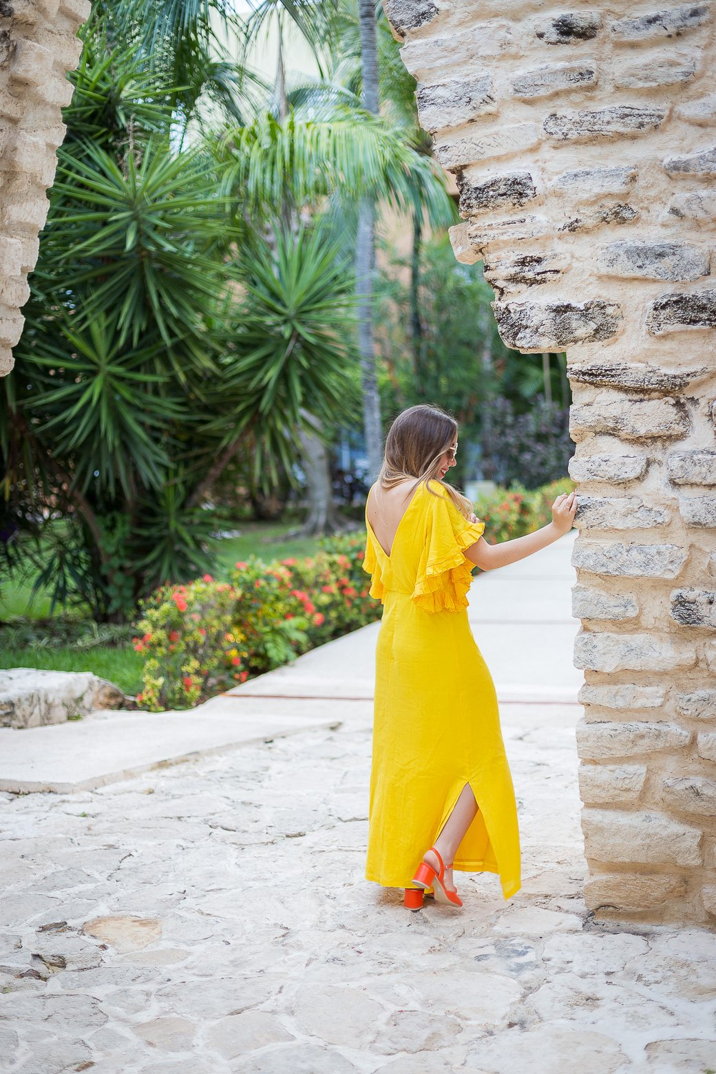robe longue jaune dos nu
