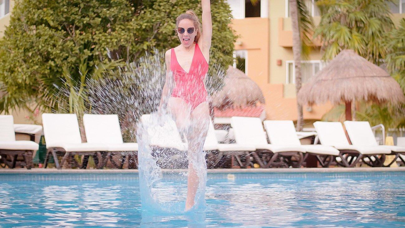 Maillot de bain rouge piscine