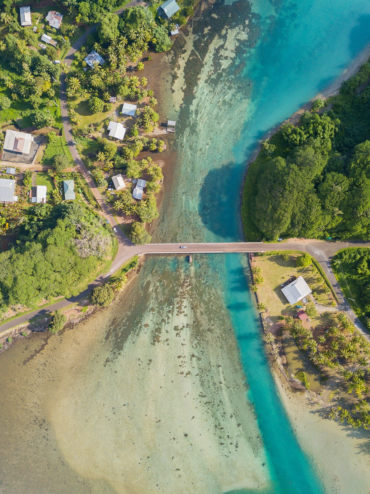 Pont Huahine reliant îles