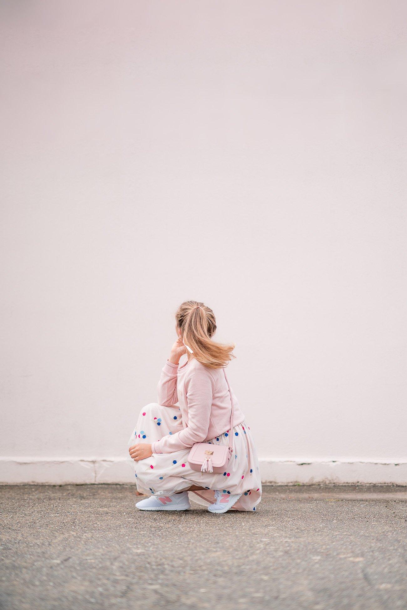 tenue robe tulle sneakers rose