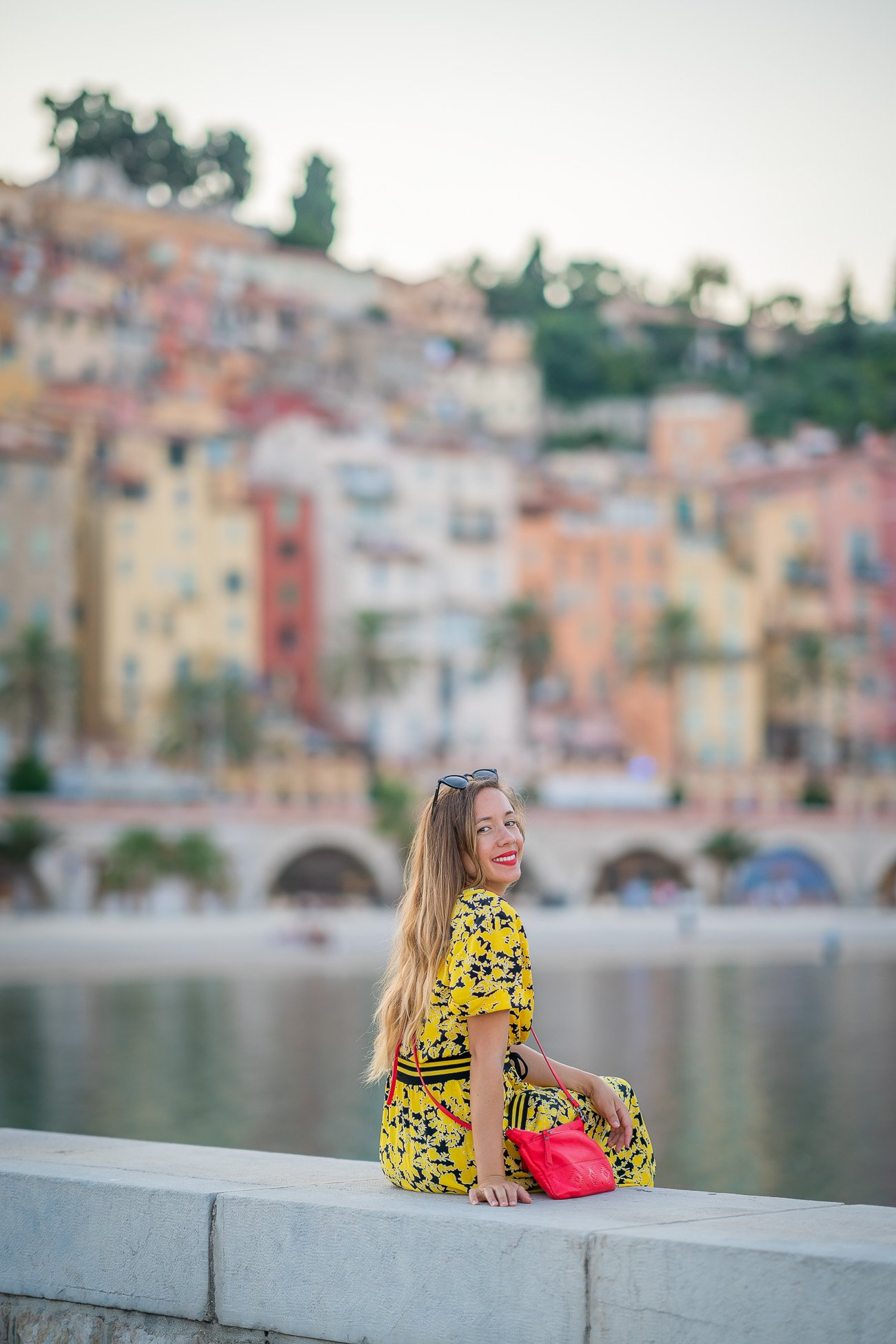 robe jaune fleurs noir