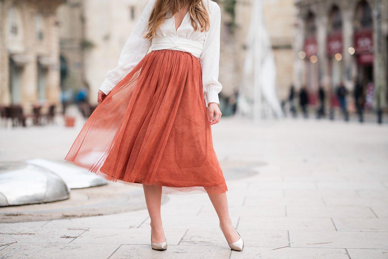 06692f9bbc5ce4 Comment porter la jupe tulle mi-longue ? // La Penderie de Chloé.